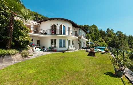 Case e ville in vendita a desenzano e sul lago di garda for Lago di garda case